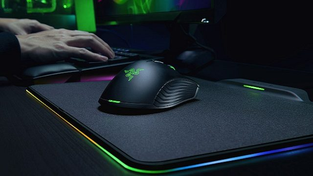 Razer Mamba HyperFlux and Razer Firefly HyperFlux Review hands